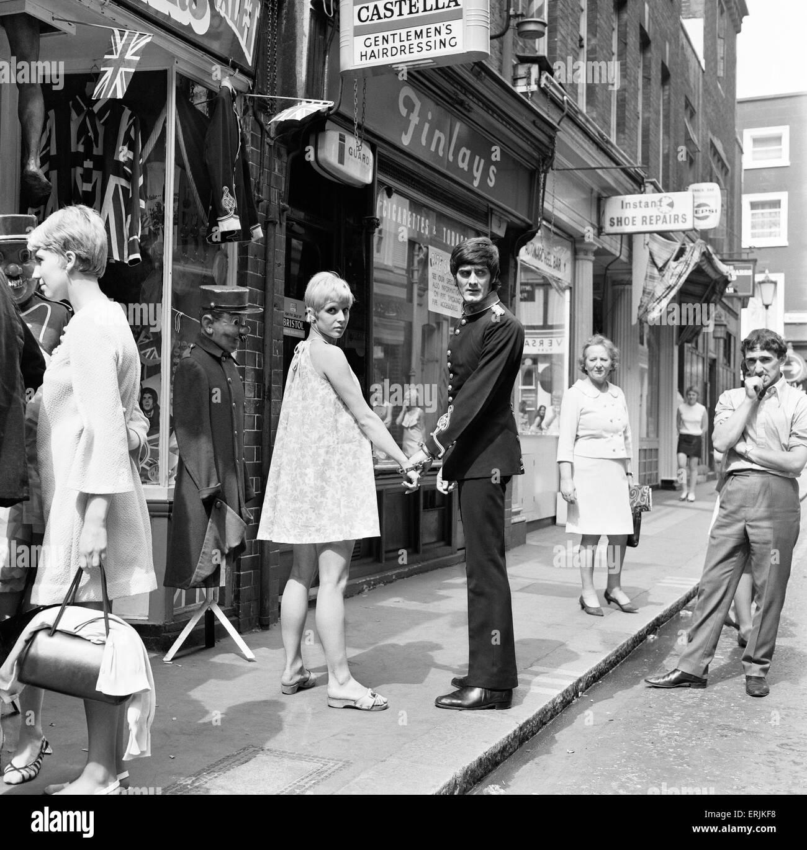 Street Scenes, Carnaby Street, London, 1st July 1967. - Stock Image