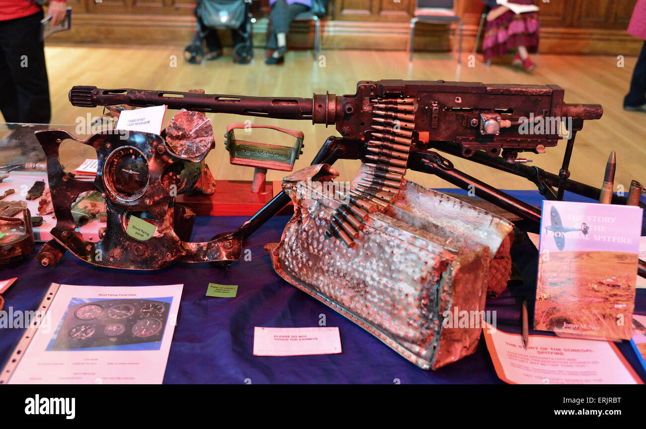 WWII Browning .30 calibre light machine gun and ammunition on display at exhibition in Derry, Londonderry, Northern - Stock Image