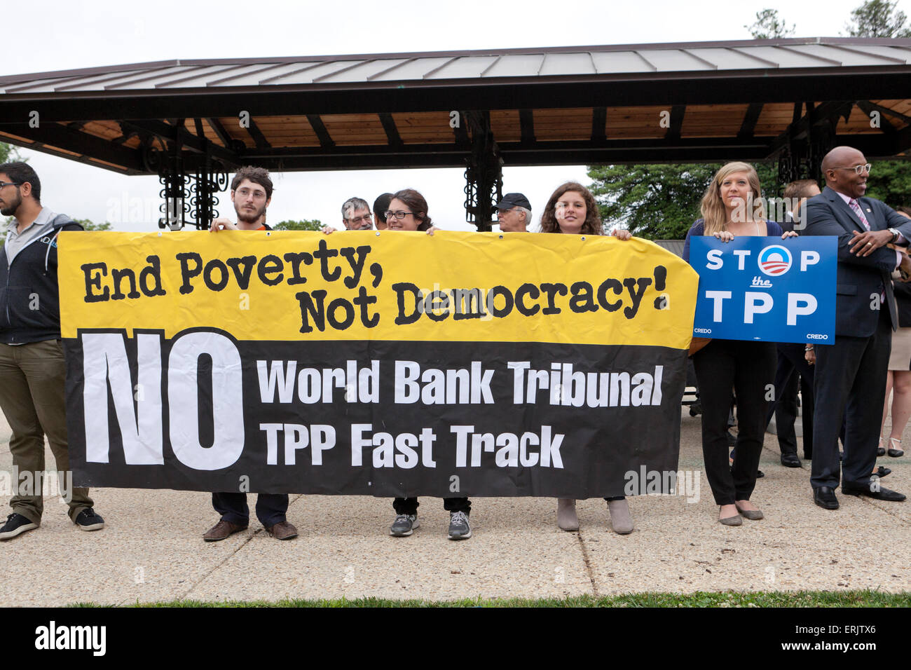 Washington DC, USA. 3rd June, 2015. Progressive organizations such as CREDO Action, AFL-CIO, Avaaz, and Democracy - Stock Image