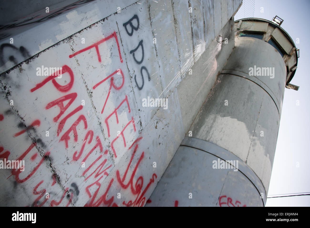 Graffiti on the Israeli separation wall dividing Bethlehem, West Bank, promotes the boycott, divestment, sanctions - Stock Image