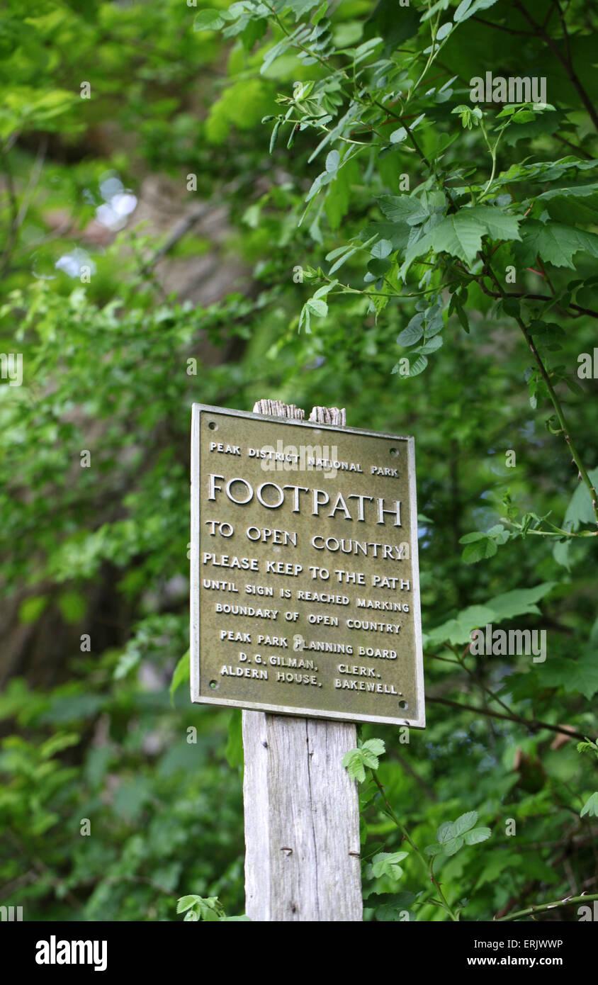 Footpath Sign in the Peak District National Park Photo – Peak Park Planning