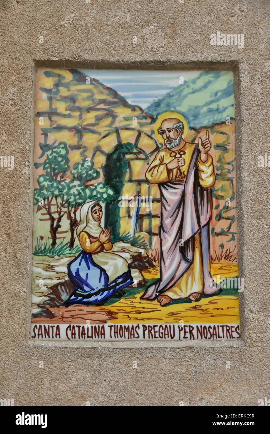 Wall tile with a picture of the local saint Santa Catalina Thomás on a house wall, Valldemossa, Tramuntana - Stock Image