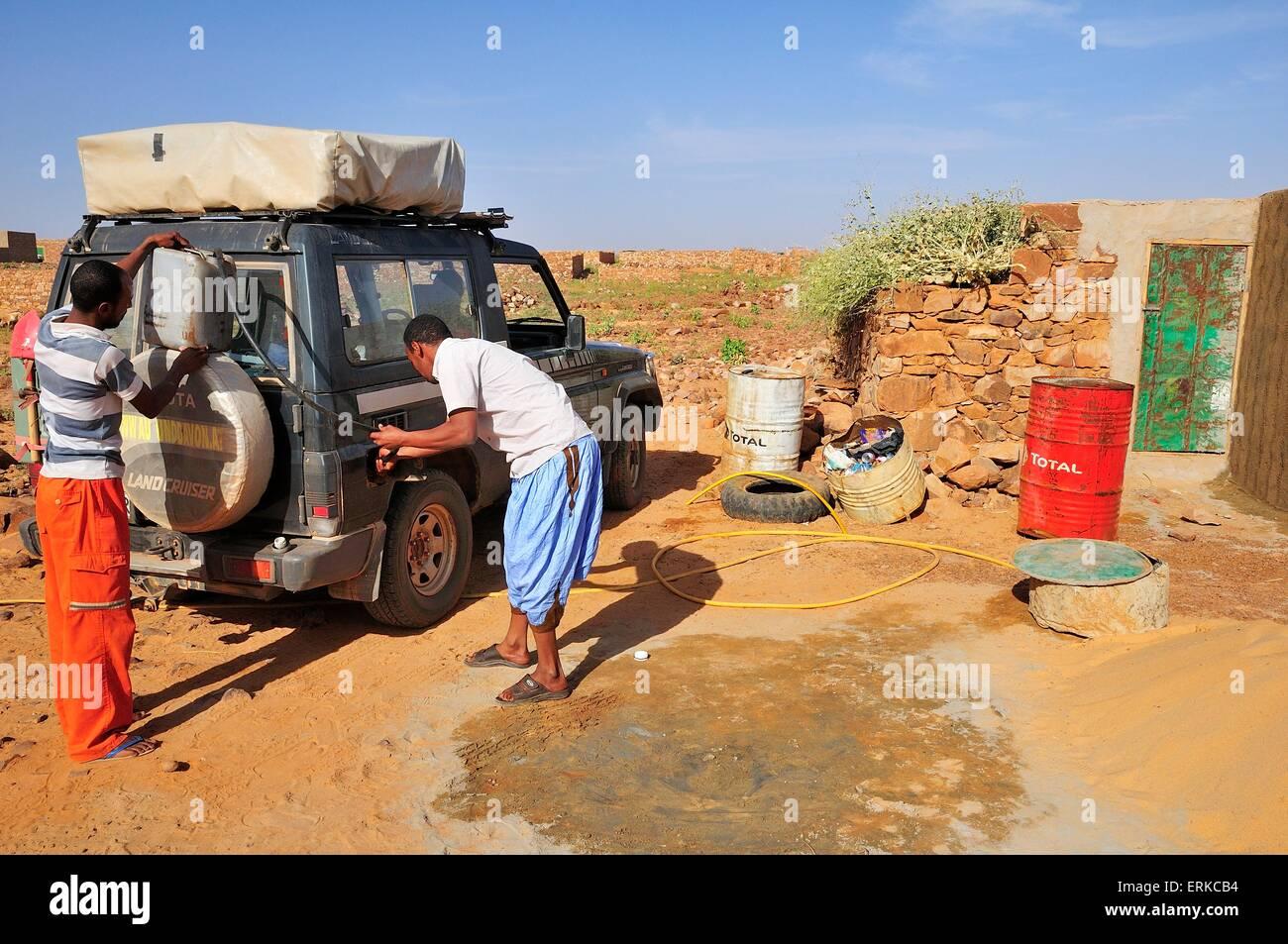 Gas station in a backyard of the new town, Ouadane, Adrar Region, Mauritania - Stock Image