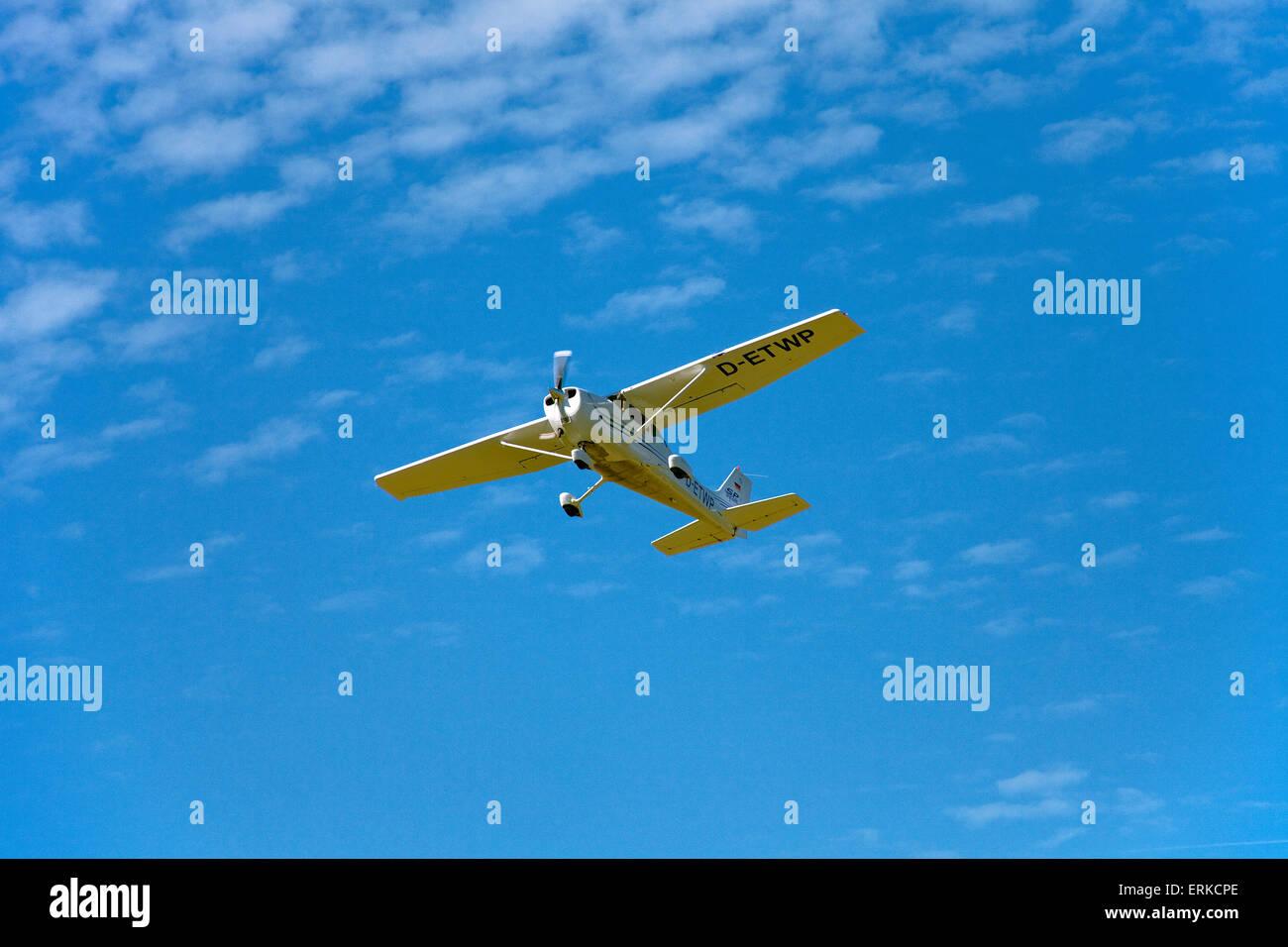 Sporting aeroplane approaching Trier-Föhren Airport, Föhren, Trier-Saarburg, Rhineland-Palatinate, Germany - Stock Image