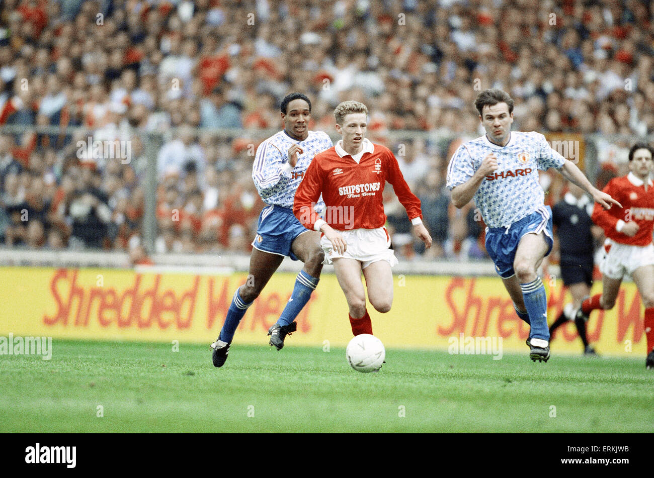 Rumbelows Cup Final at Wembley Stadium. Nottingham Forest 0 v Manchester United 1.  Scot Gemmill in possession with - Stock Image