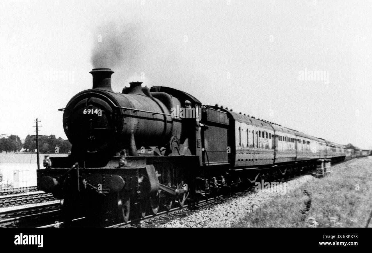 Great Western Railway 4-60 Class 4900 steam locomotive number 6914 'Langton Hall' passing Twyford, July - Stock Image