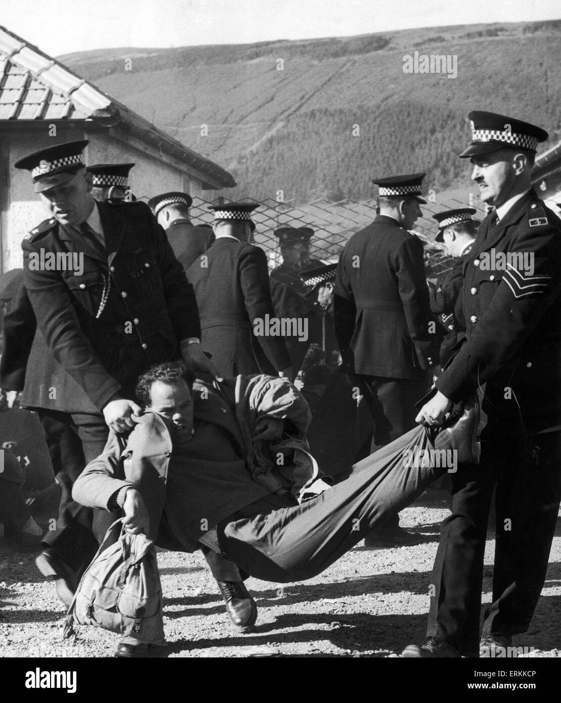 An Anit-Polaris demonstrator is carried away from Ardnadam Pier by the Police. 22nd May 1961 - Stock Image