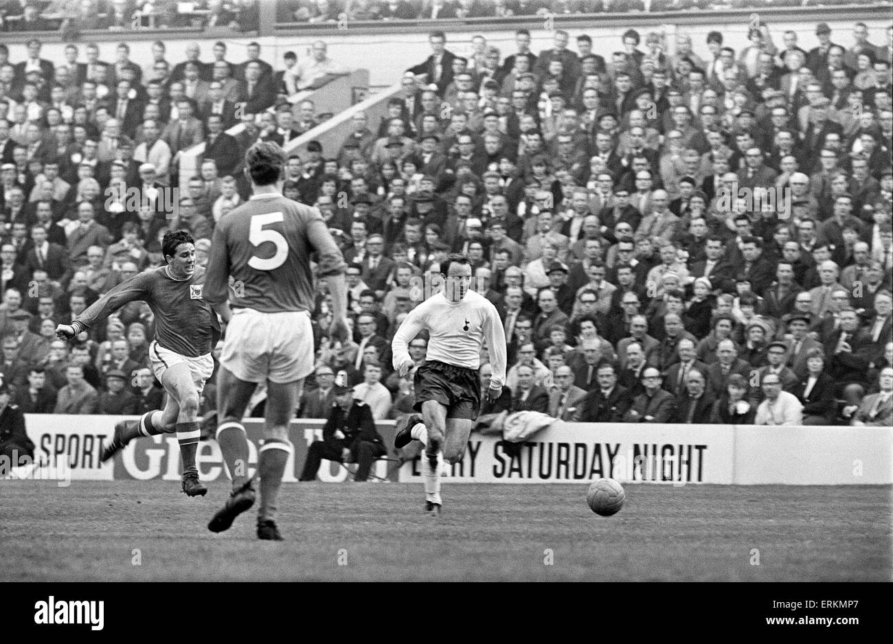 FA Cup Semi Final match at Hillsborough. Tottenham Hotspur 2 v Nottingham Forest 1. Jimmy Greaves shows a clean - Stock Image