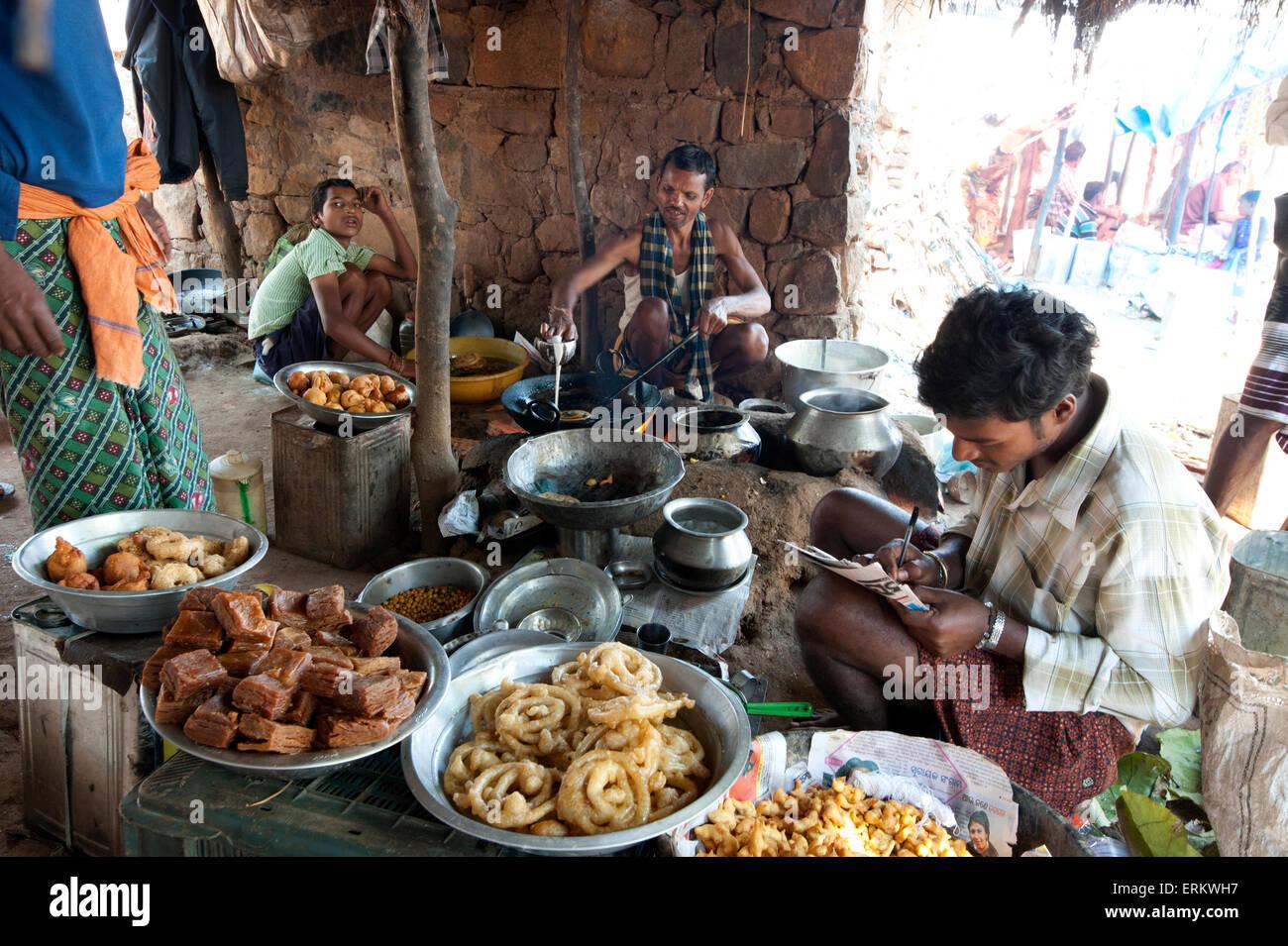 Jelabi and sweet snack maker in Mali weekly tribal market, Guneipada, Koraput district, Orissa (Odisha), India, - Stock Image
