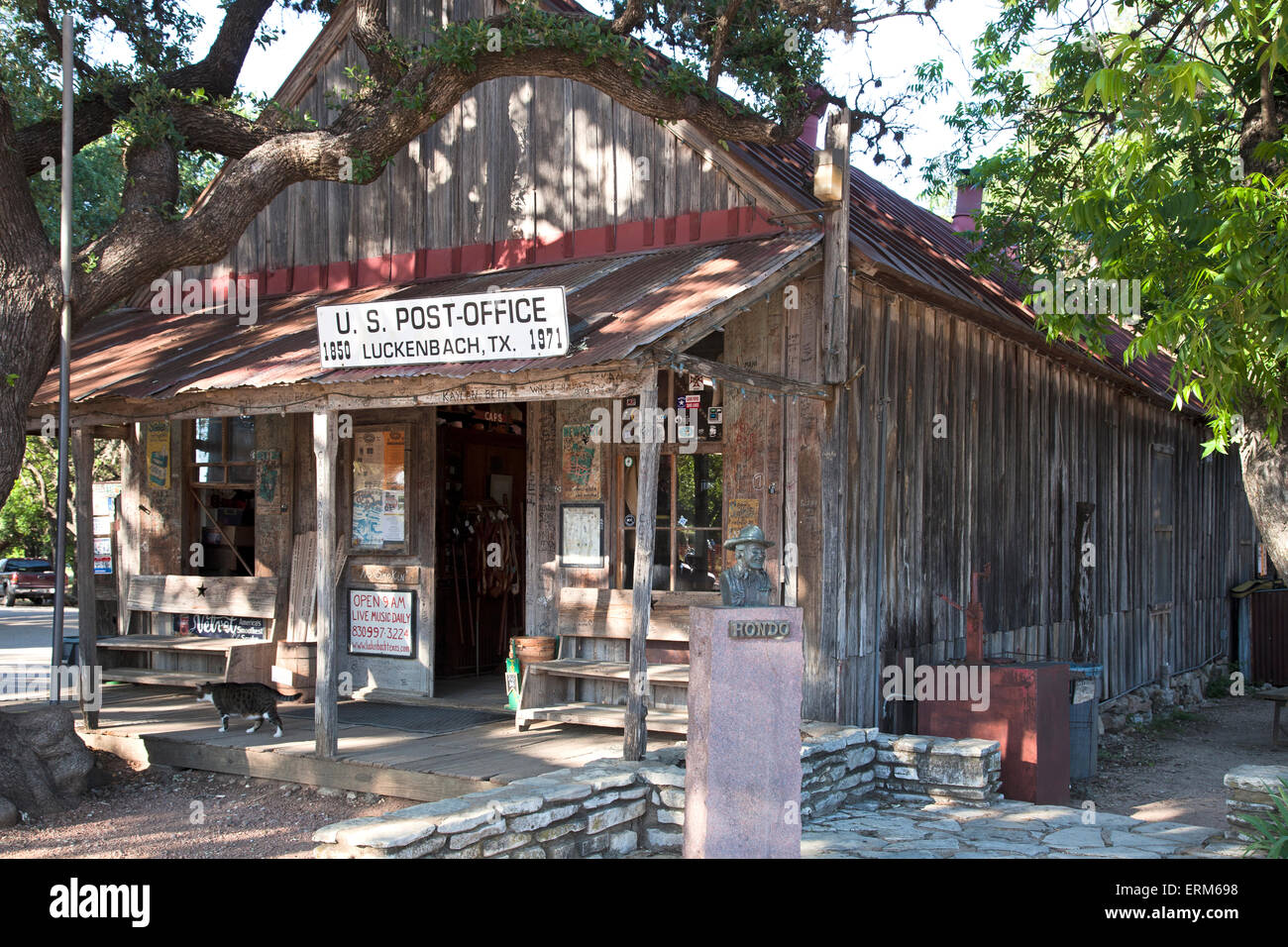 Built in 1850, this unpainted frontier-style building served as Luckenbach's postoffice until 1971. Bust: Hondo - Stock Image