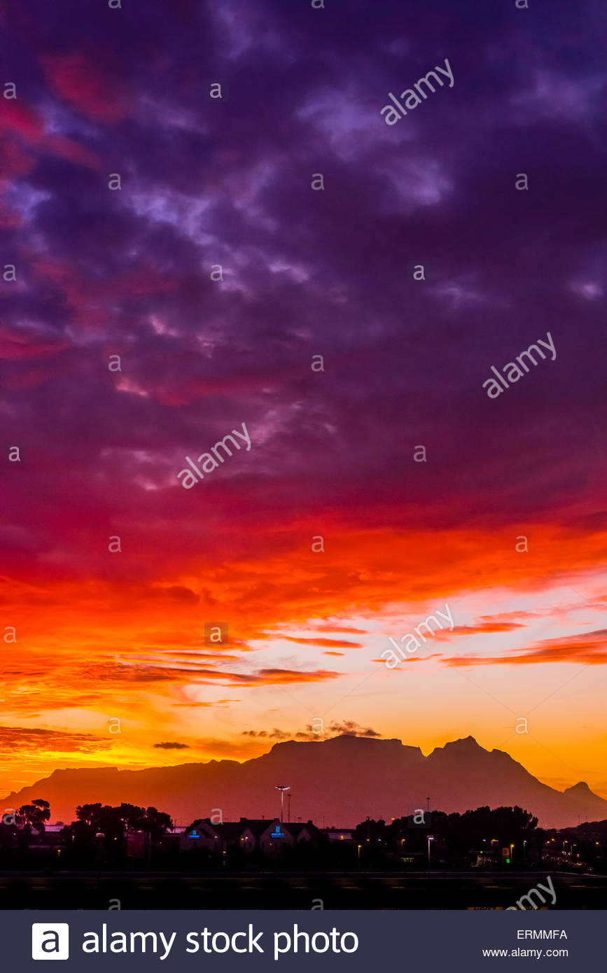 A blazing sunset, Table Mountain and Lion's Head Mountain, Cape Town, South Africa. - Stock Image