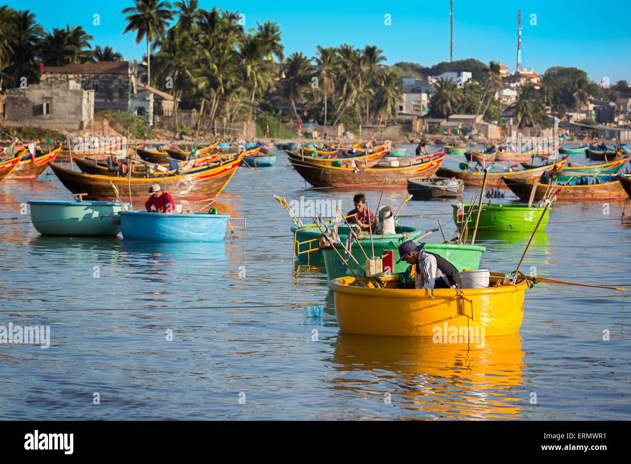 MUI NE, VIETNAM - FEBRUARY 08 - Fishermen in traditional small fishing boats - Stock Image