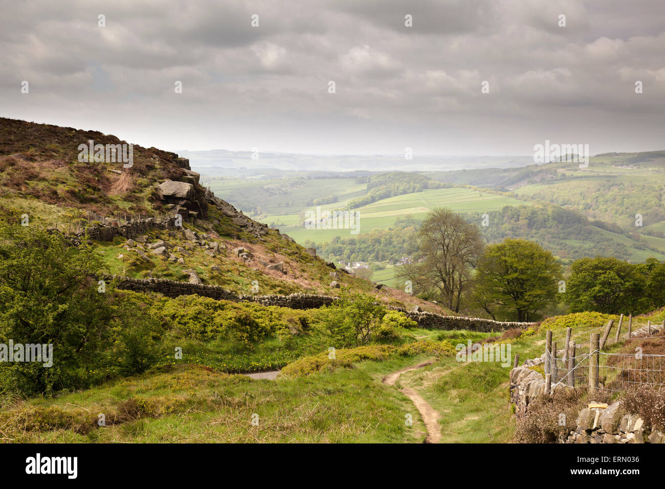 Path onto Curbar Edge, Derbyshire, England - Stock Image