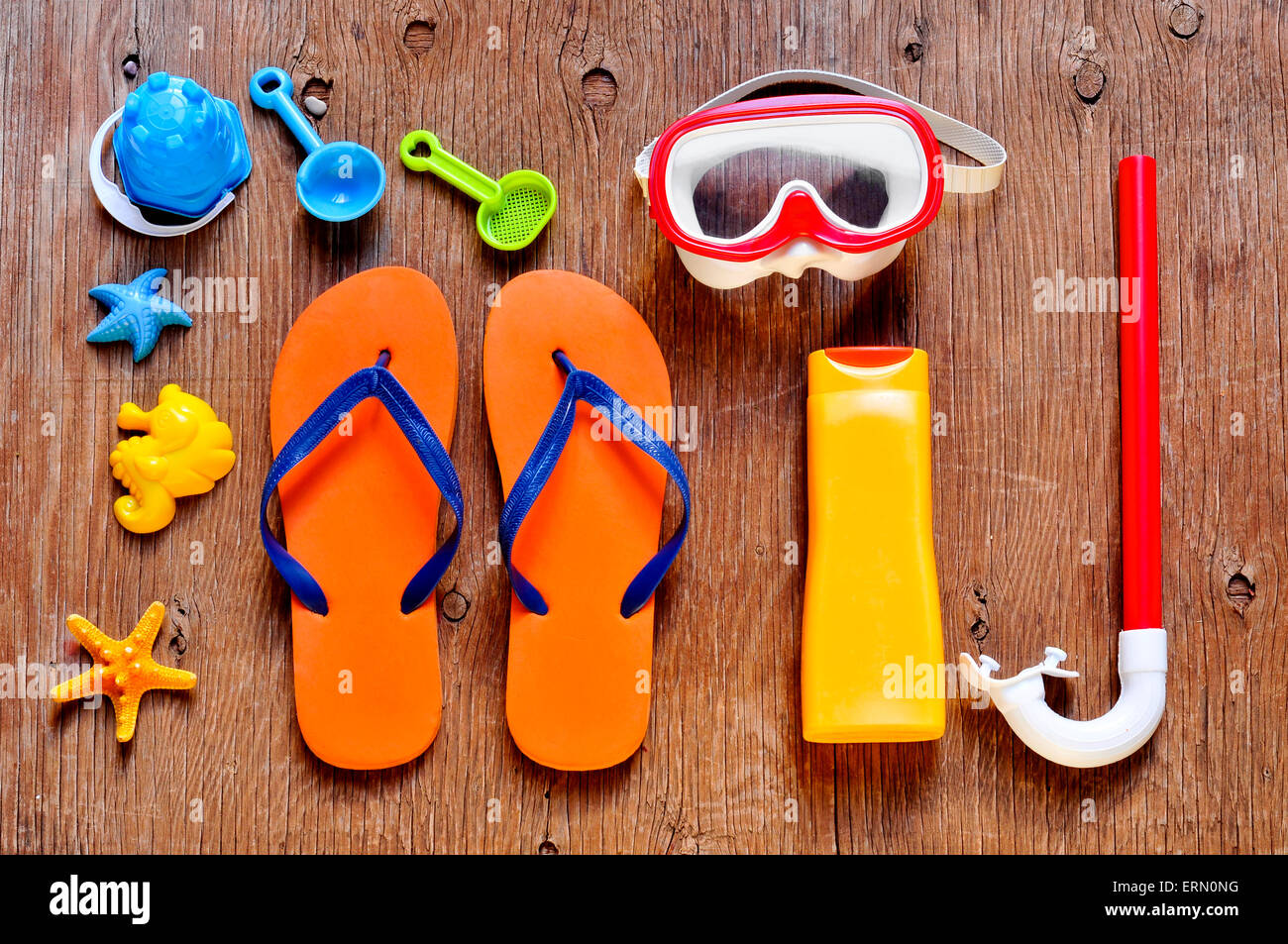 high-angle shot of a rustic wooden table full of summer stuff, such as a starfish, a diving mask and a snorkel, - Stock Image