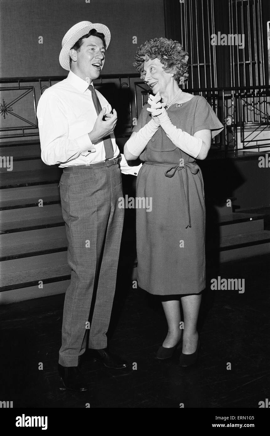 Dame Edith Evans seen here with Max Bygraves 16th July 1964 - Stock Image