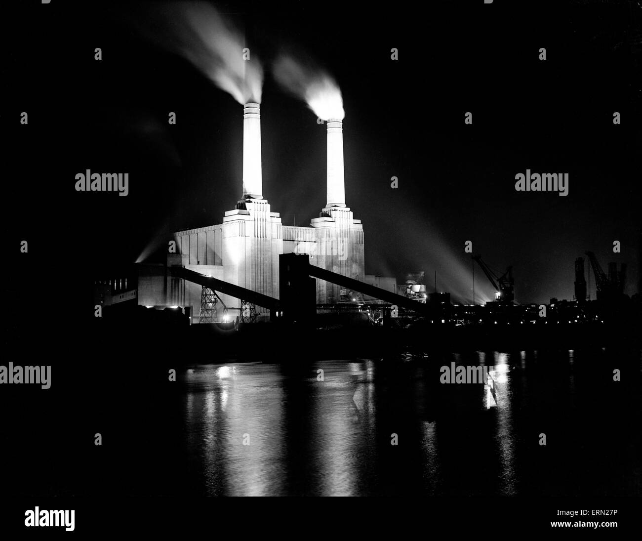 Battersea Power Station flood illuminated for the Festival of Britain, 27th May 1951. - Stock Image