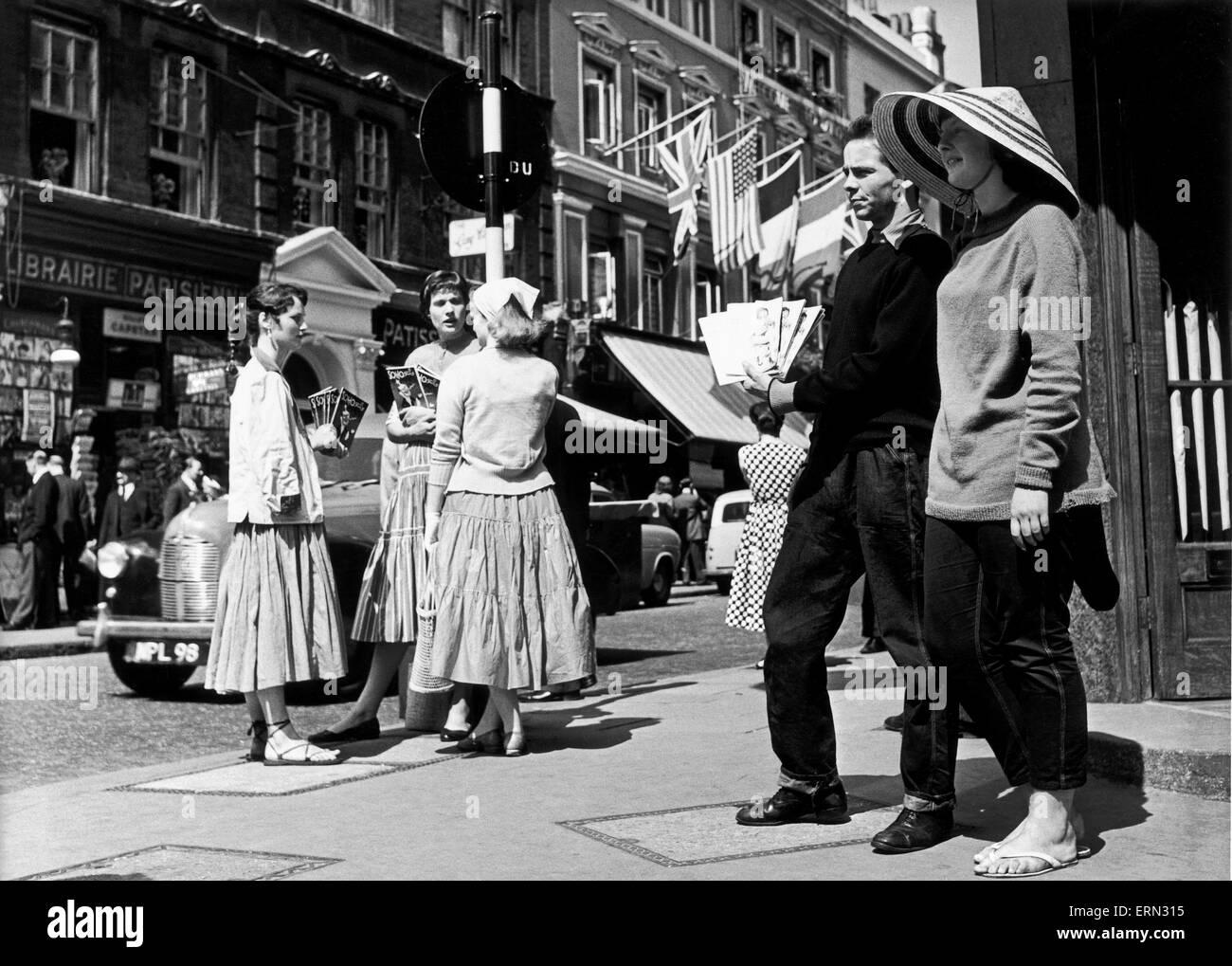 Dean Street, Soho. Circa 1955. - Stock Image