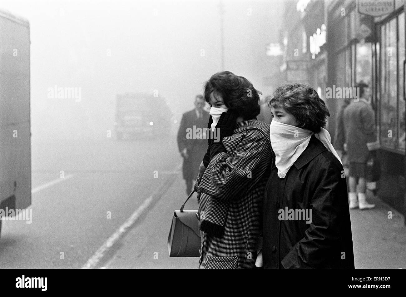 Scenes of a fog bound London, 5th December 1962. - Stock Image