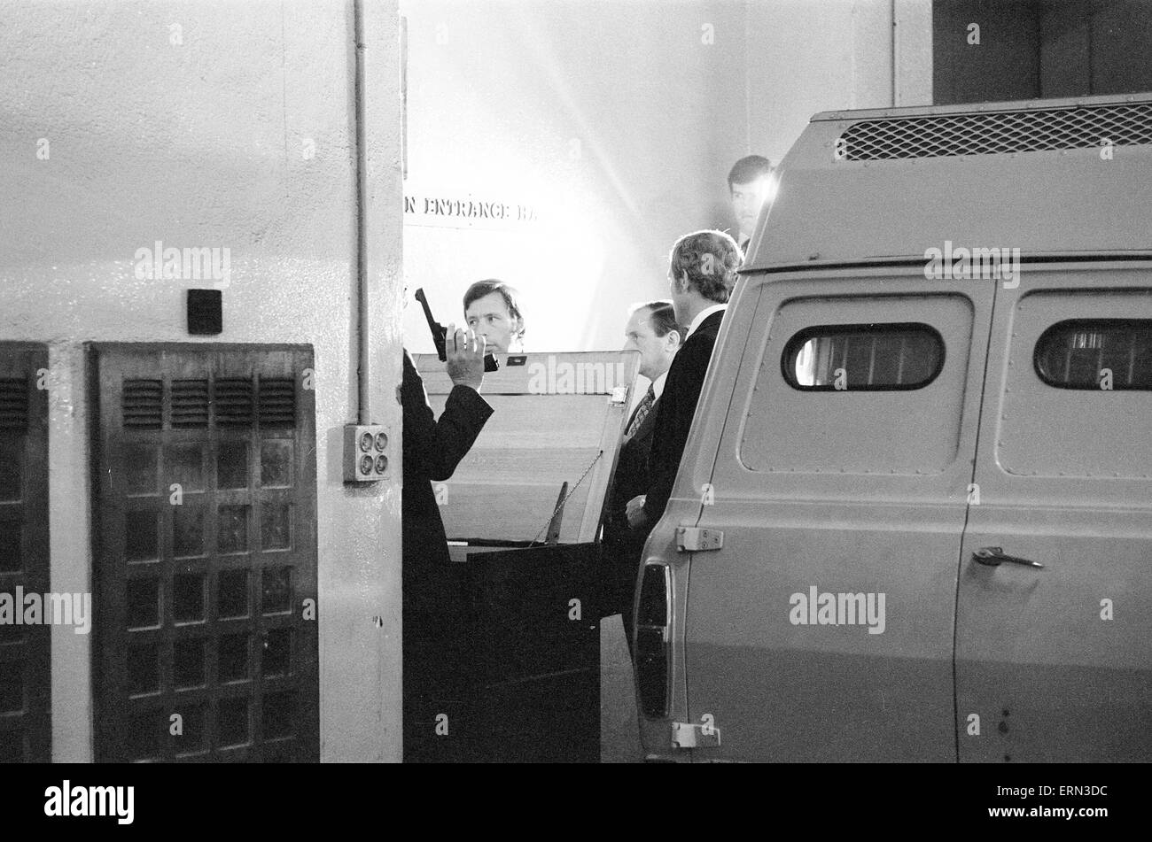 Armed Robbery committed at Daily Mirror Headquarters in Holborn, London, 31st May 1978. Two robbers attacked Security - Stock Image
