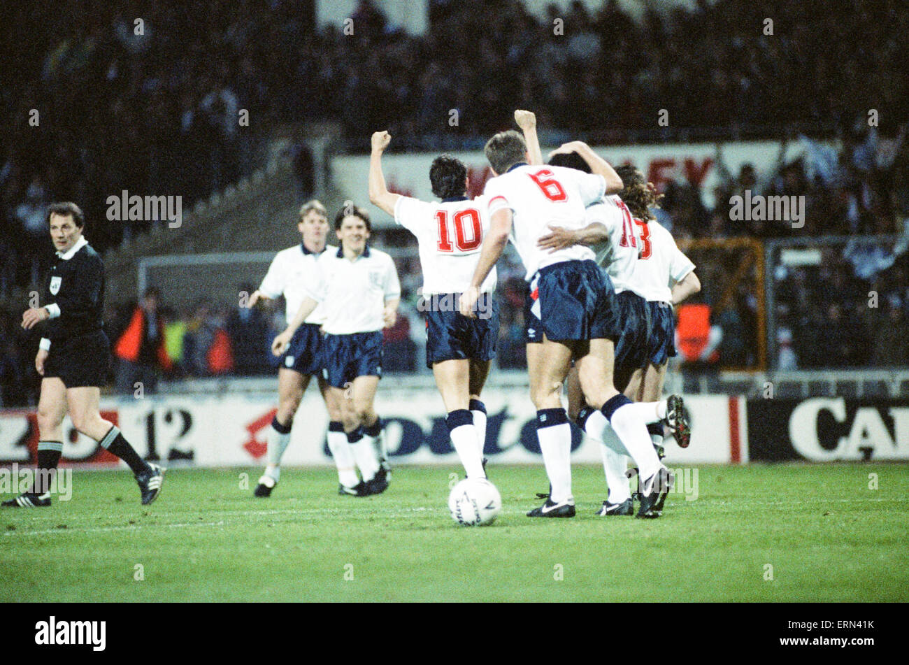 England v Brazil 28th March 1990, Wembley. Gary Linekar (10) and the rest of the team celebrate after defeating - Stock Image
