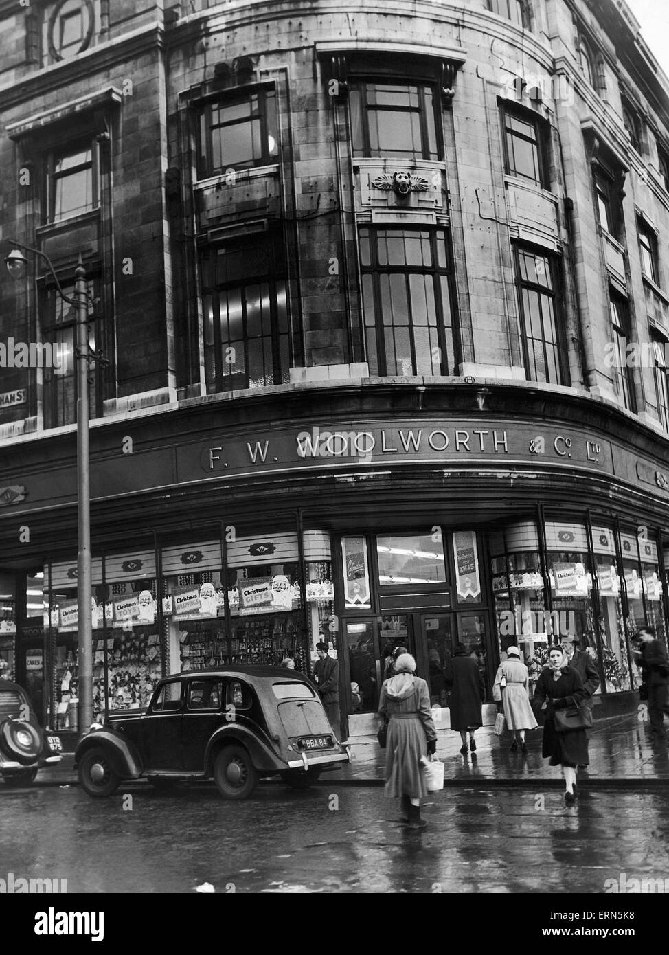 F W Woolworth store on the corner of Oldham Street and Piccadilly, Manchester, Greater Manchester. 29th November - Stock Image