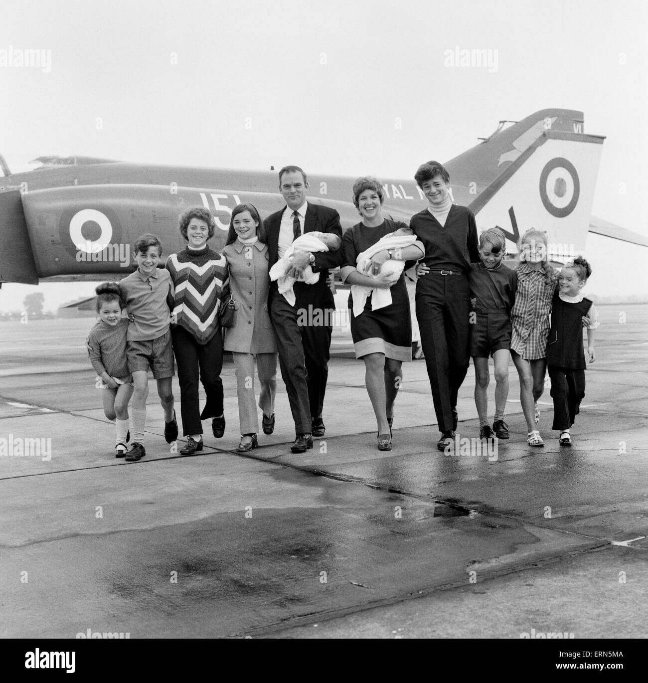 Lieutenant Commander Peter Marshall of HMS Ark Royal and his wife Carolyn, both holding their new born baby twin - Stock Image