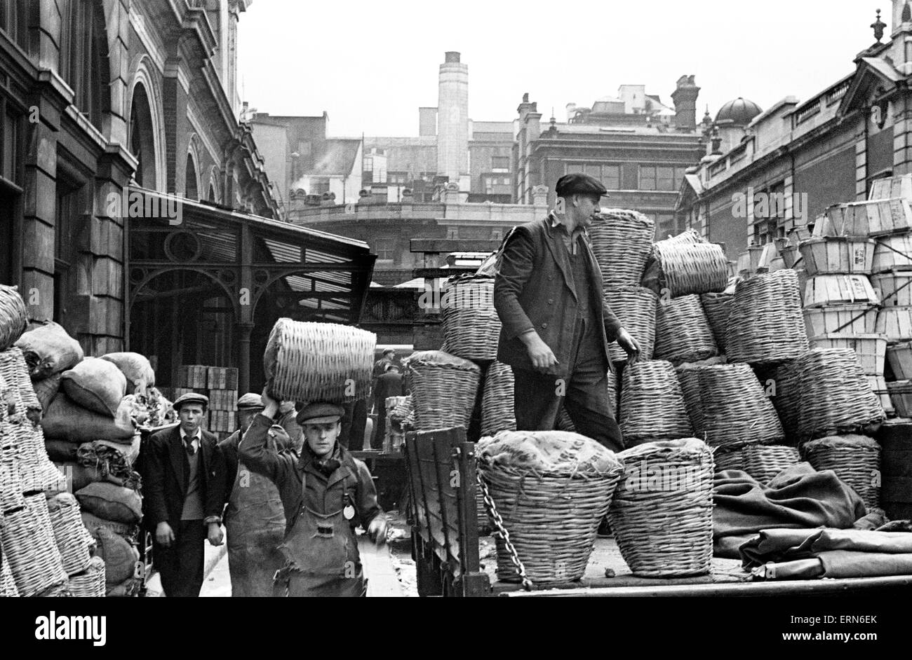 Day in the life of Covent Garden Market, central London. Circa 1948. - Stock Image