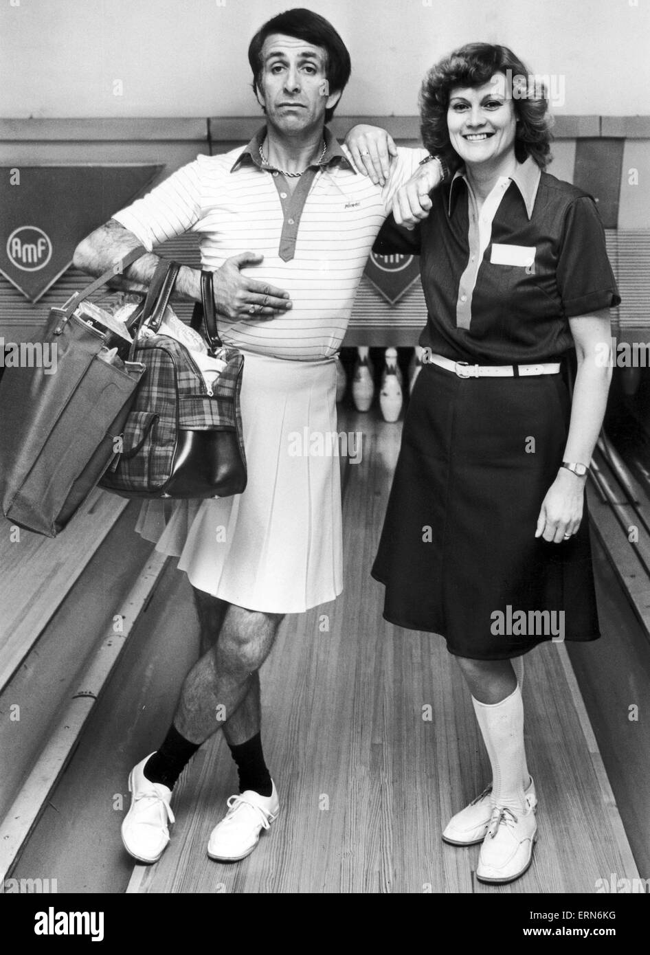 Don Maclean, actor and comedian, photo-call, promotional tenpin bowling launch along with England international - Stock Image