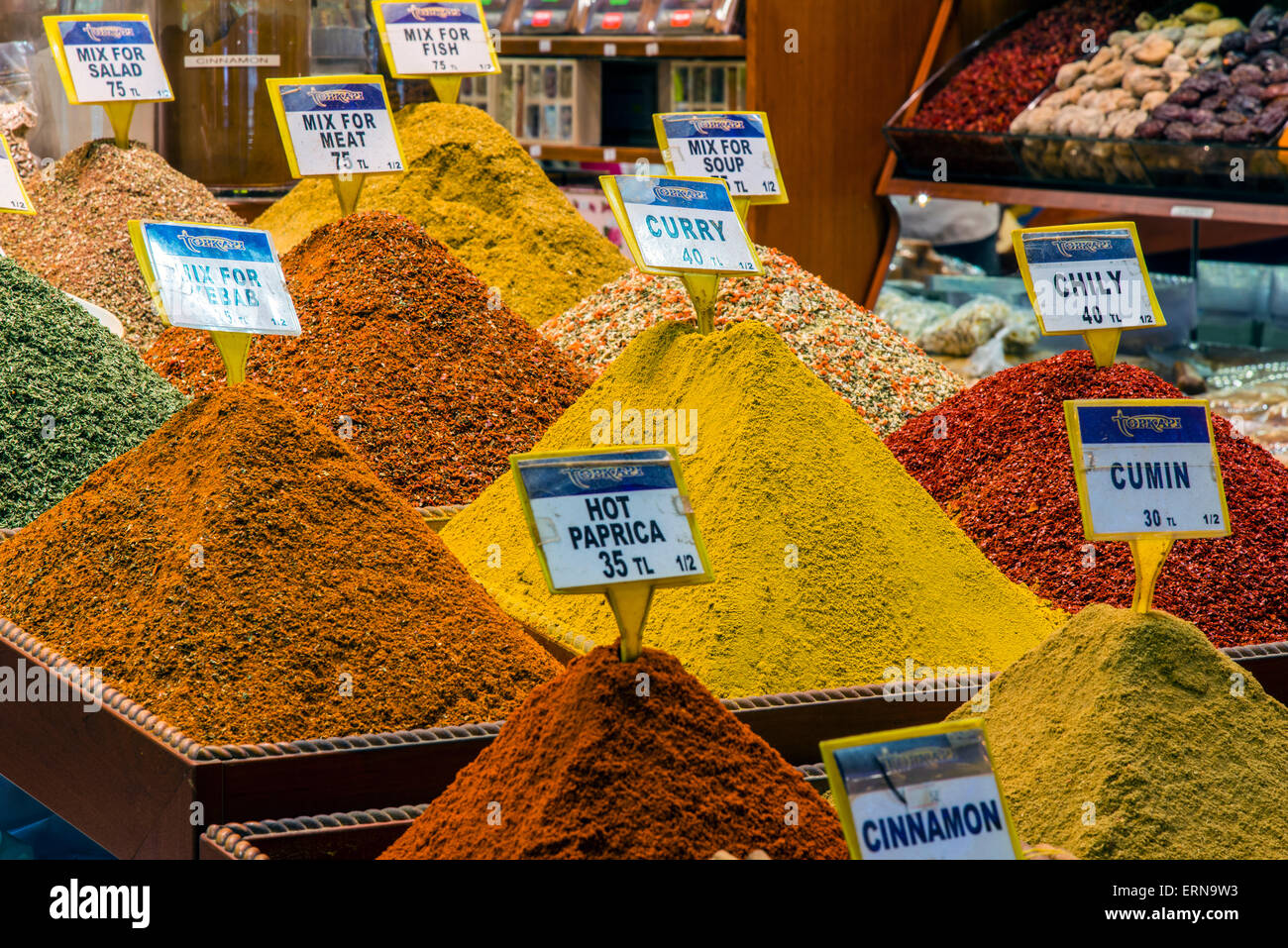 Colorful spices on sale at Spice Bazaar or Egyptian Bazaar, Istanbul, Turkey - Stock Image