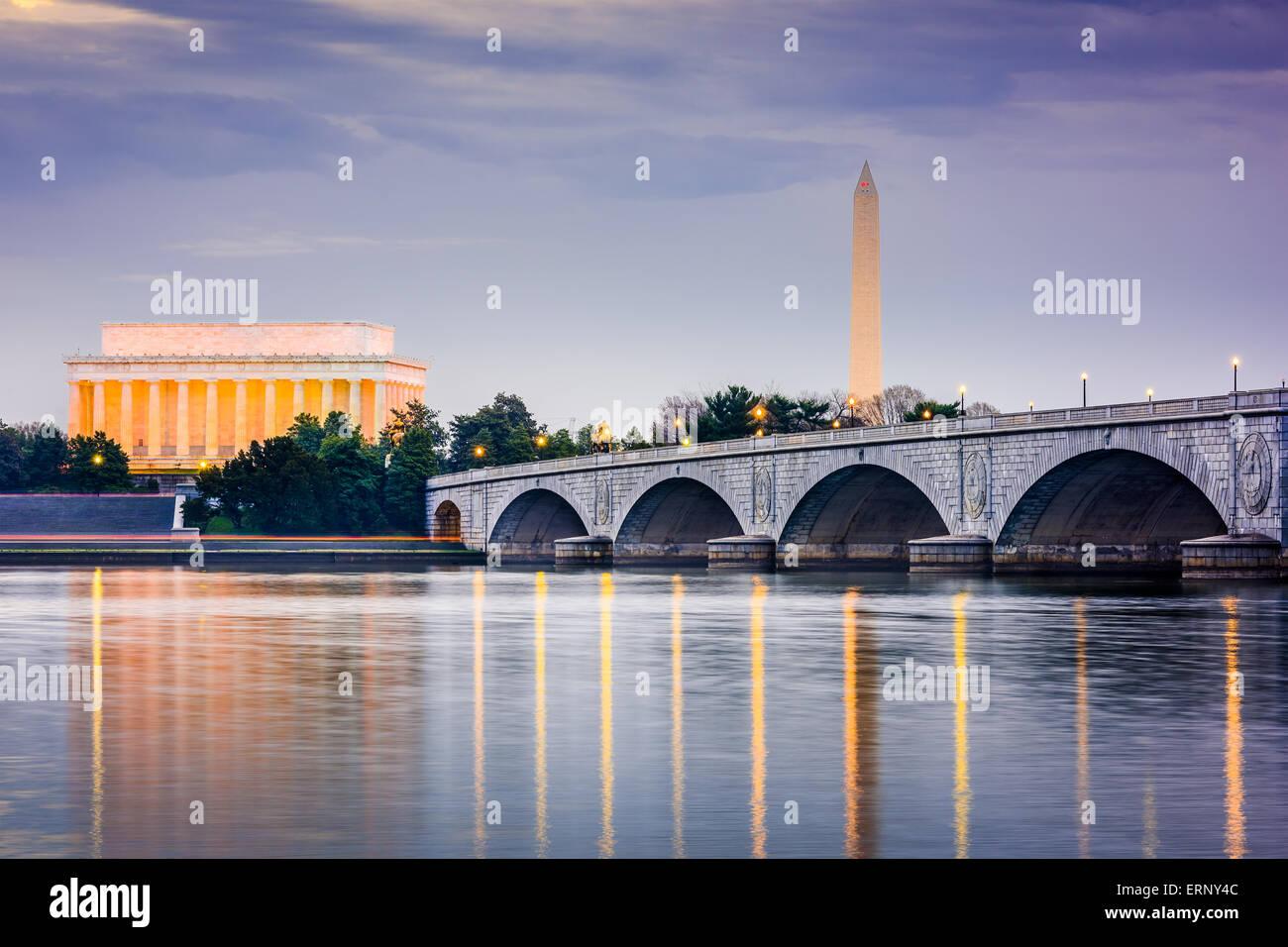 Washington DC, USA skyilne on the Potomac River with Lincoln Memorial, Washington Memorial, and Arlington Memorial - Stock Image