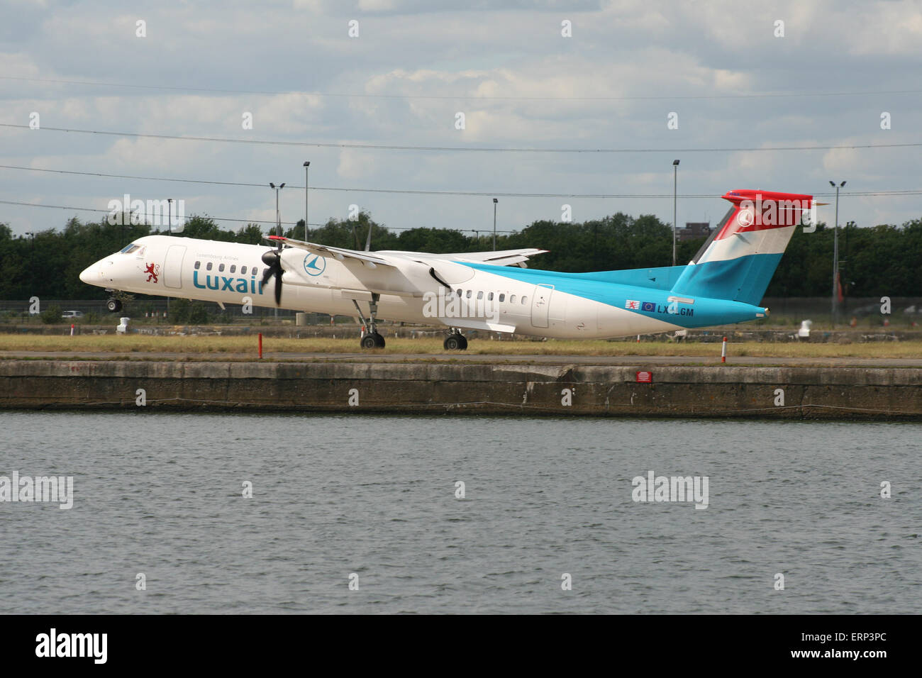 LUXAIR BOMBARDIER Q400 LONDON CITY DOCKLANDS - Stock Image
