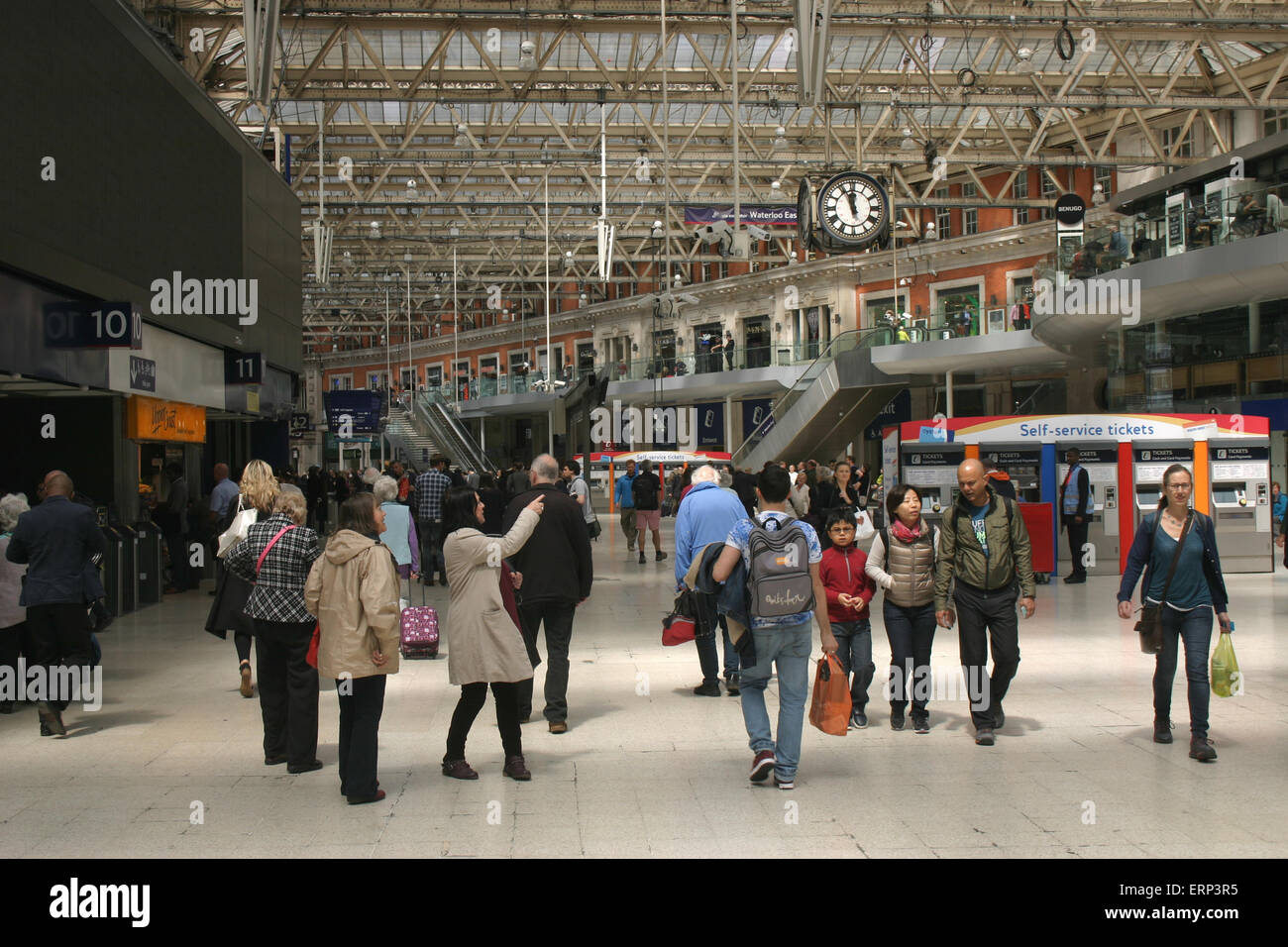 waterloo station concourse - Stock Image