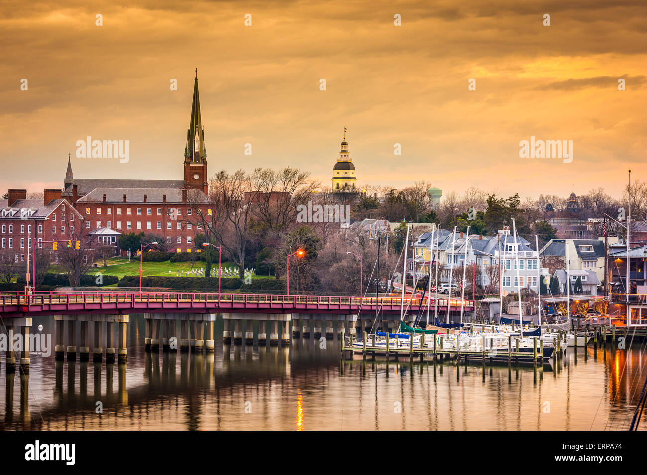 Annapolis, Maryland, USA State House and St. Mary's Church viewed over Annapolis Harbor and Compromise Bridge. - Stock Image