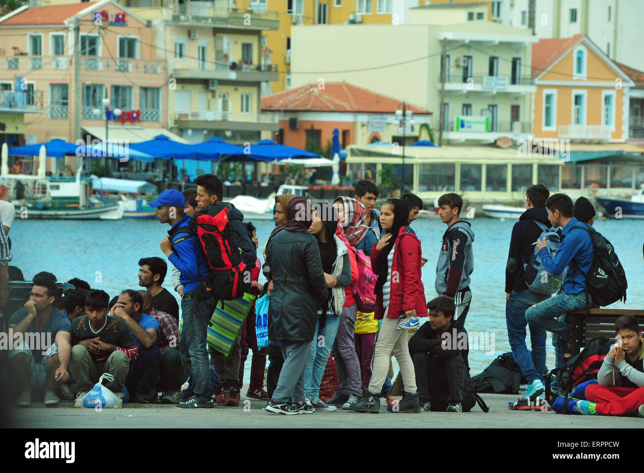 Refugees from Syria in the port of Mytilini, Lesvos, Greece. - Stock Image