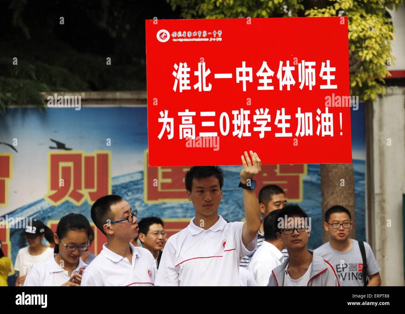 """Huaibei, China. 7th June, 2015. People hold an board with """"good luck"""" to the candidates taking an exam for the national - Stock Image"""