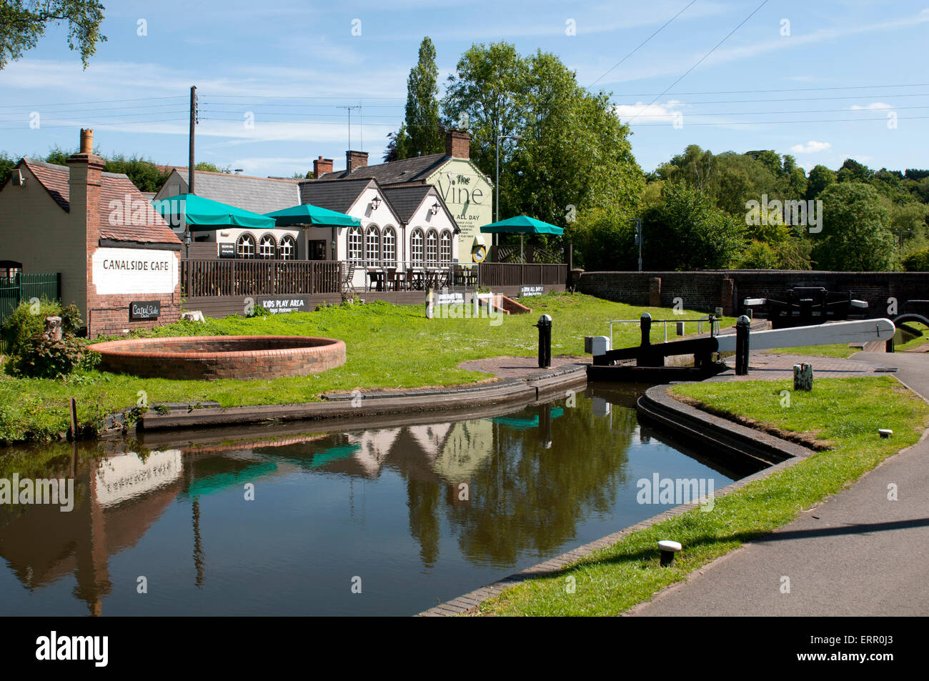 The Staffordshire and Worcestershire Canal and The Vine pub, Kinver, Staffordshire, England, UK - Stock Image