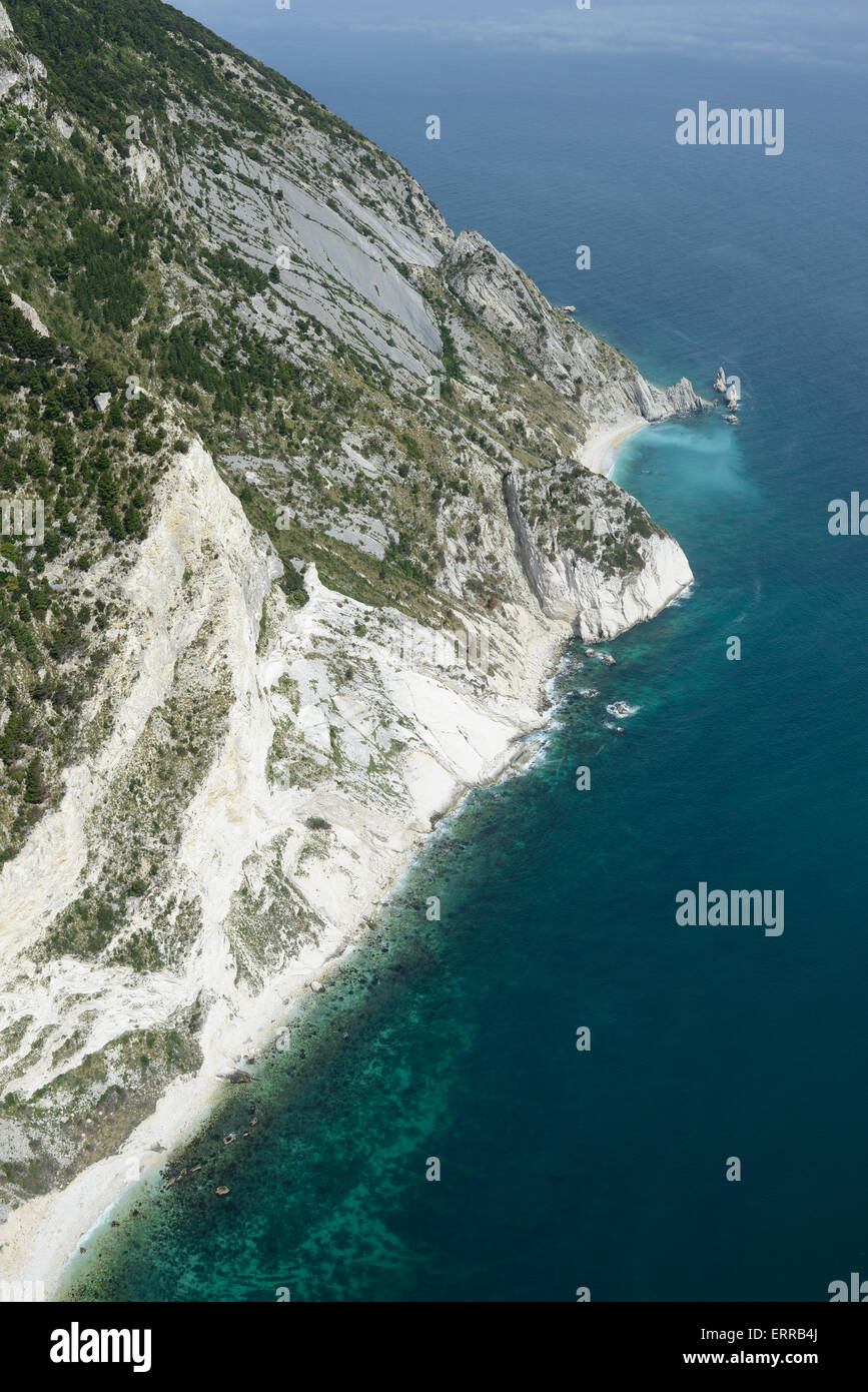 WHITE CLIFFS ON THE ADRIATIC SHORES (aerial view). Sirolo, Marche, Italy. - Stock Image