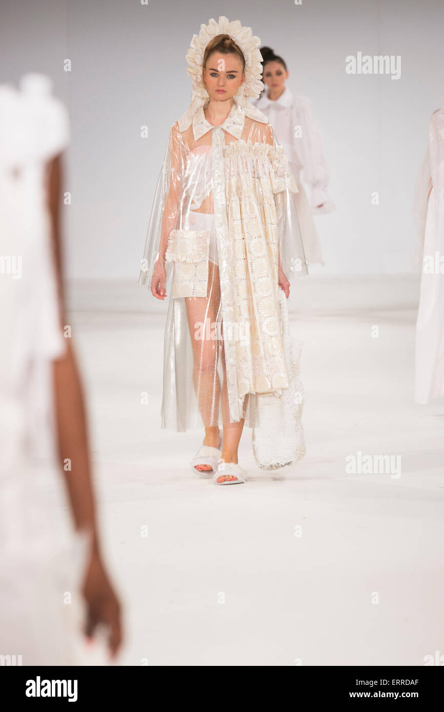 31/05/2015. London, UK. Collection by Laura Roberts. Fashion show of UCA Epsom at Graduate Fashion Week 2015. Graduate - Stock Image