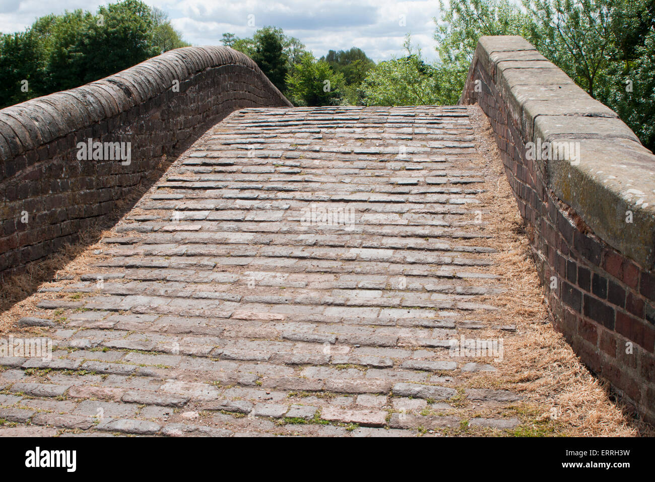 Stone cobbled canal towpath bridge at Heywood Junction, Great Heywood, Staffordshire, UK. - Stock Image