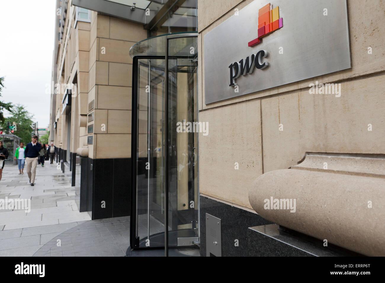 PWC (PricewaterhouseCoopers) office - Washington, DC USA - Stock Image