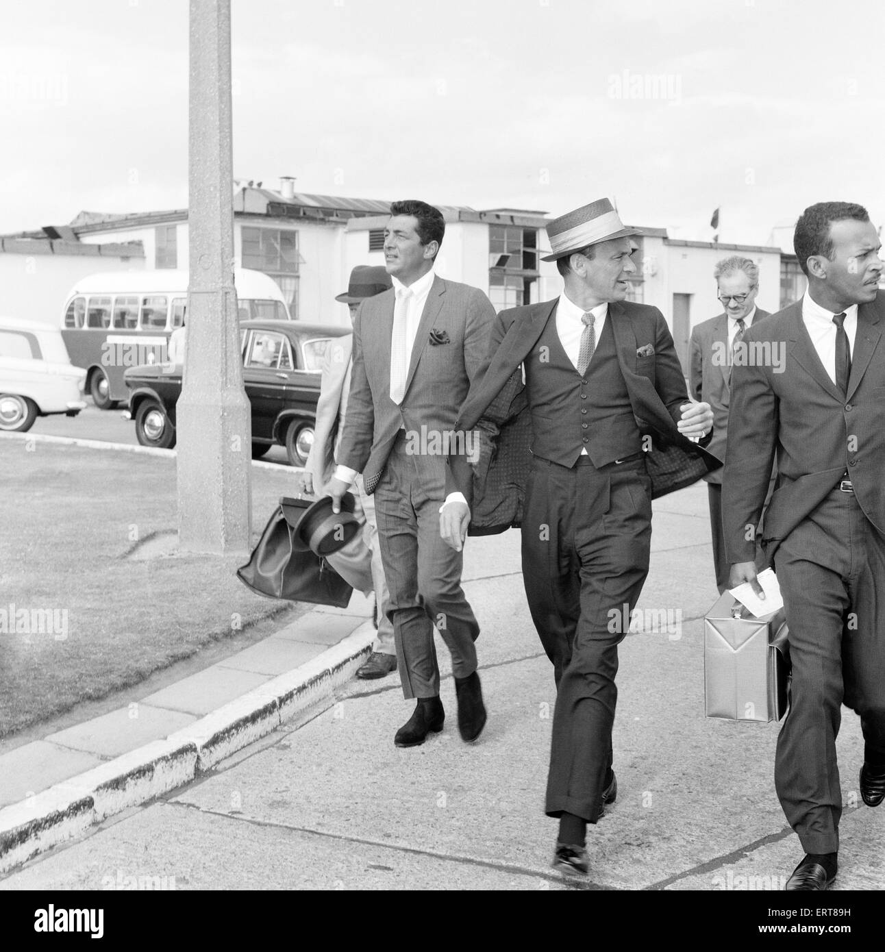 Frank Sinatra and Dean Martin, arrive at London Heathrow Airport, from Los Angeles, 4th August 1961. - Stock Image