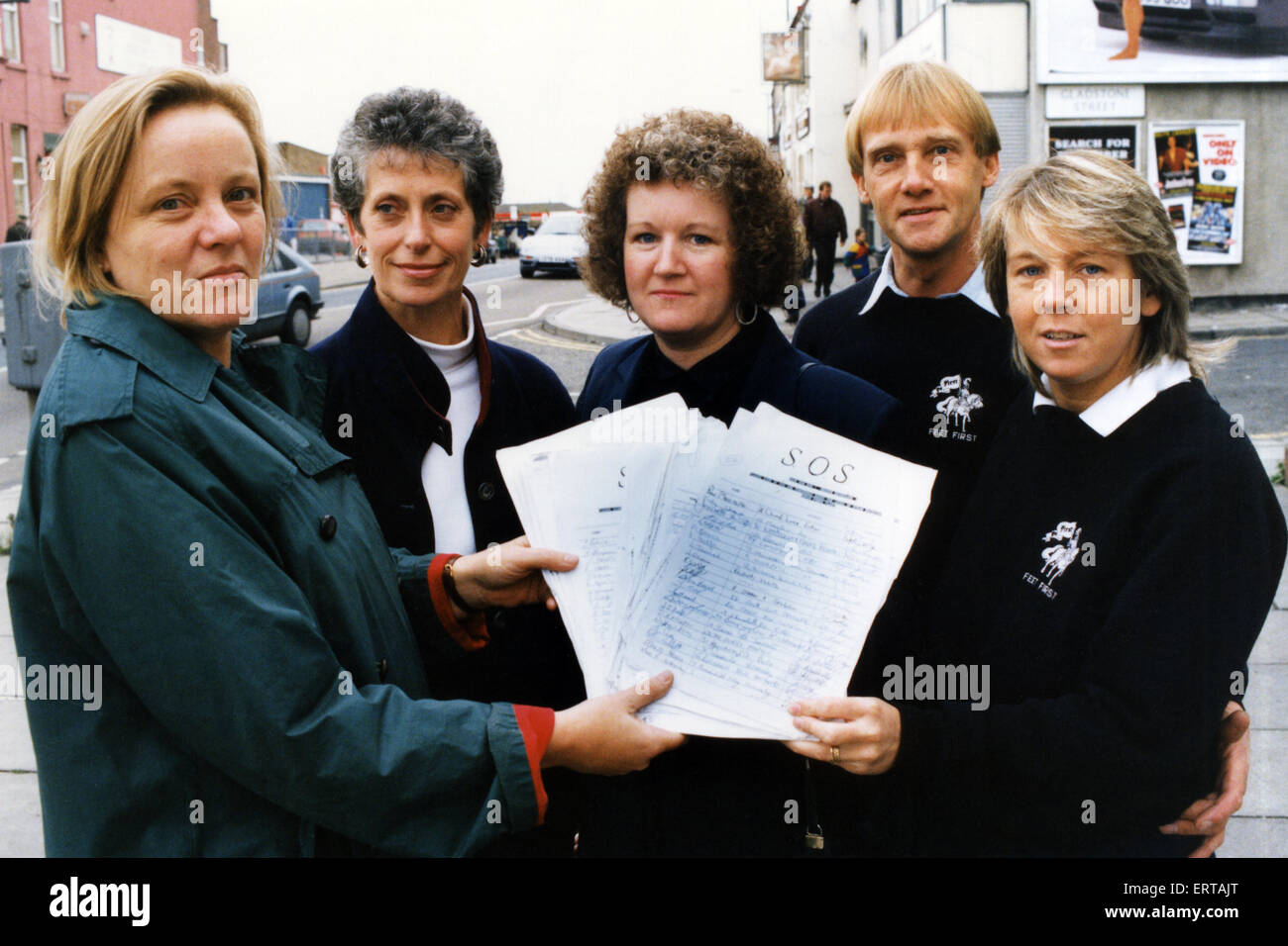 Redcar MP Mo Mowlem receives the petition to Save our Sun from Jan Holmes, Sue Willard and Raymond and Jackie Freeman. - Stock Image