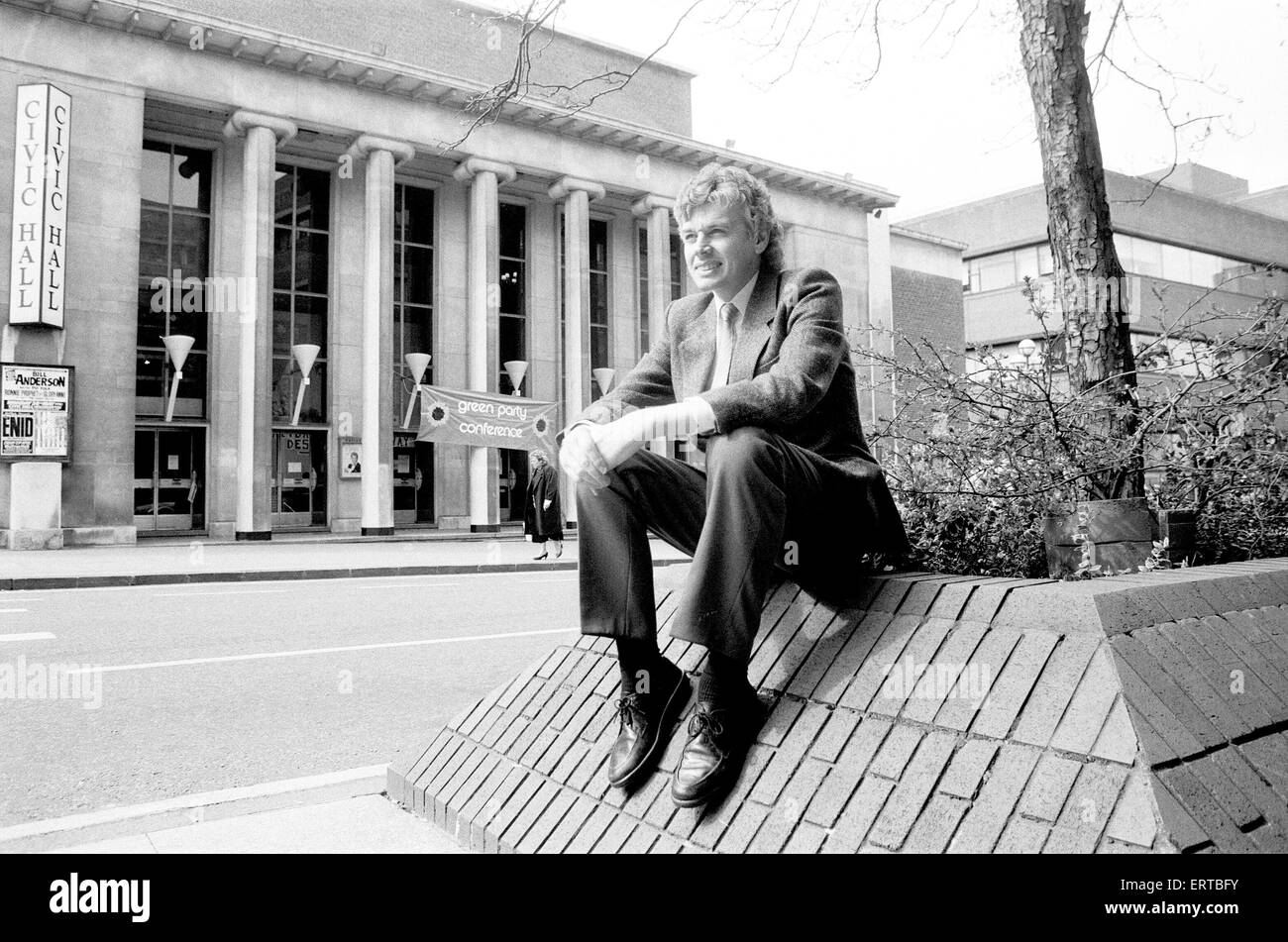 David Icke, Green Party spokesman, outside Wolverhampton Civic Hall during a break in proceedings during the party's - Stock Image
