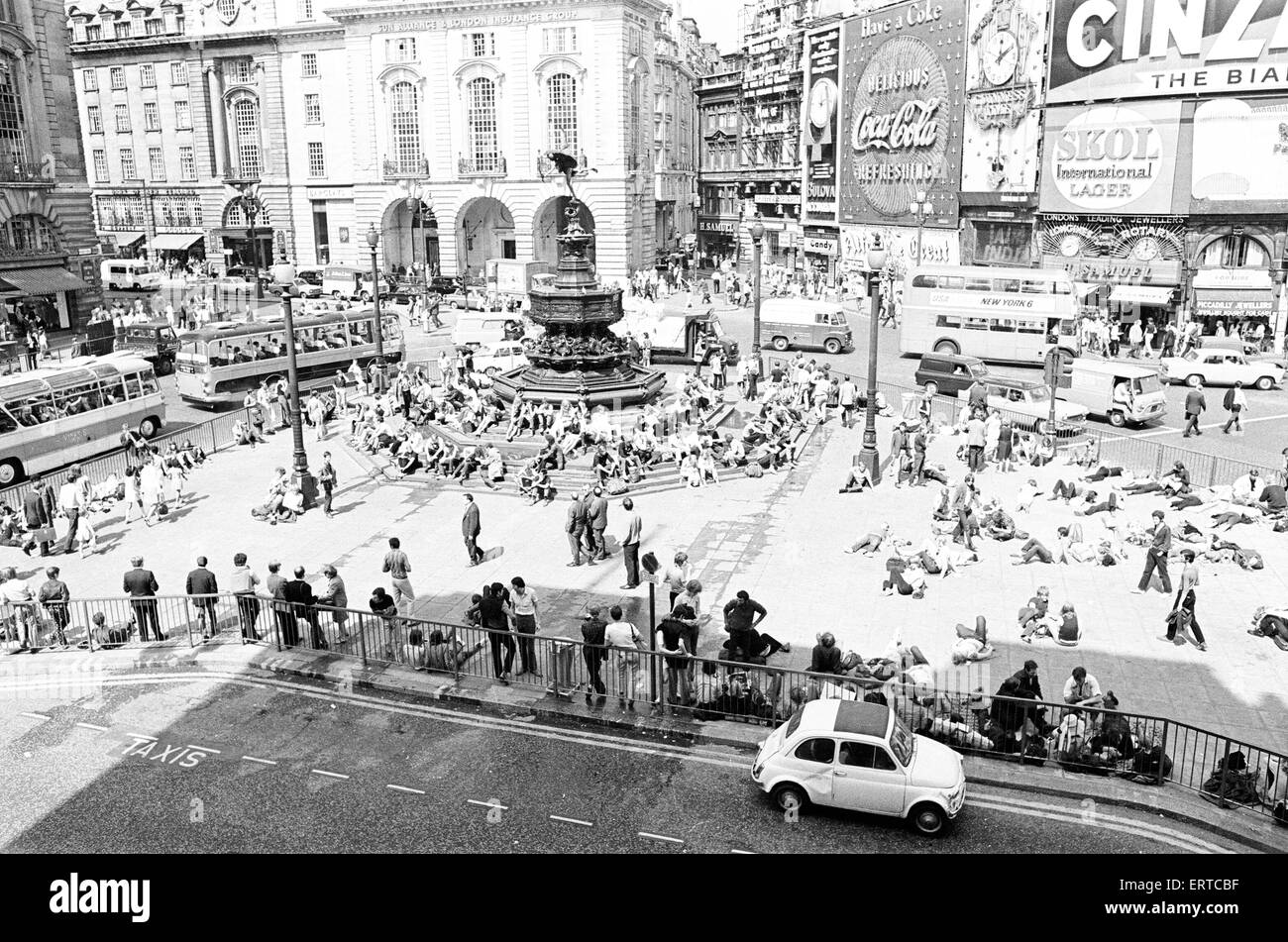 Tourists in Piccadilly, London, 10th August 1969. - Stock Image