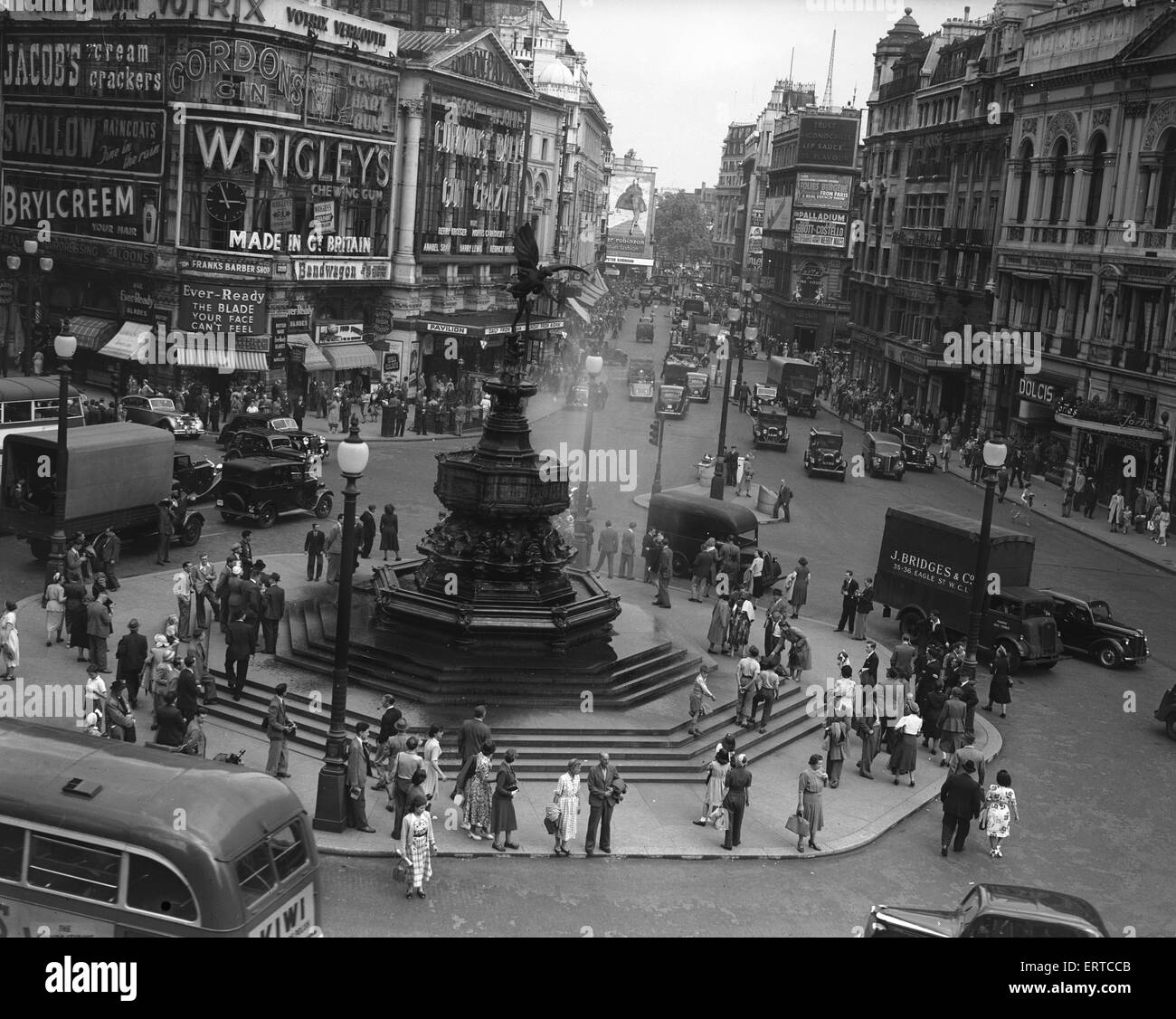 Eros, Statue, Piccadilly, London, 31st July 1950. - Stock Image