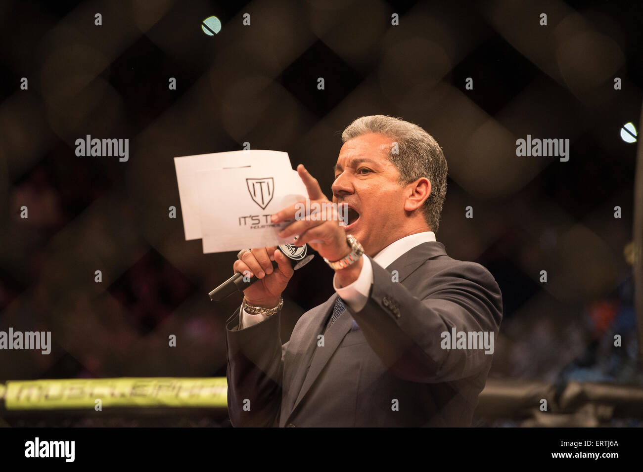 Bruce Buffer the official Octagon announcer for UFC events at the Ultimate Fighting Championship Event in London - Stock Image