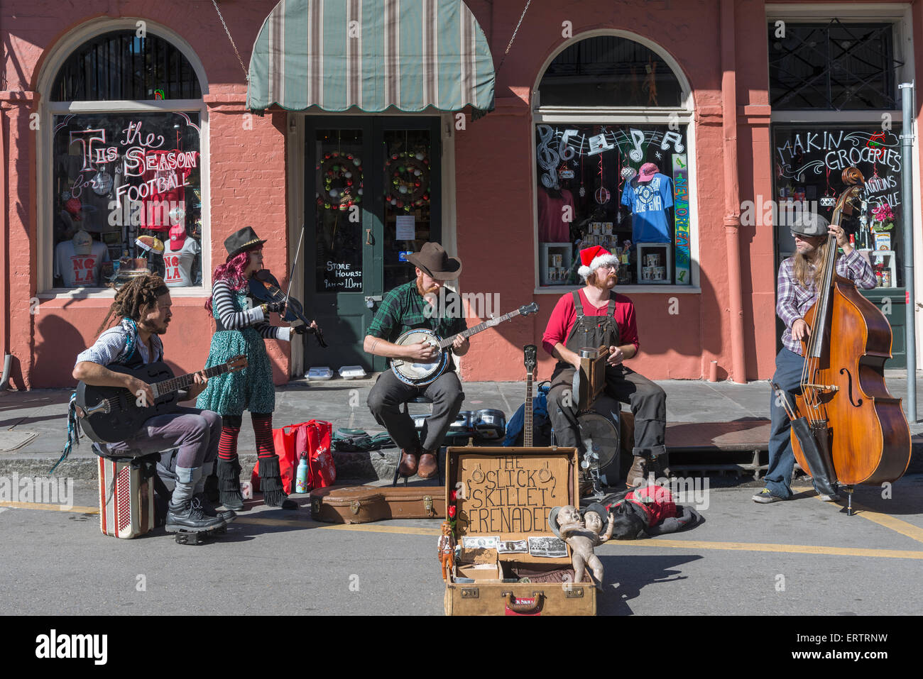 Buskers playing in the New Orleans French Quarter, Louisiana, USA - Stock Image