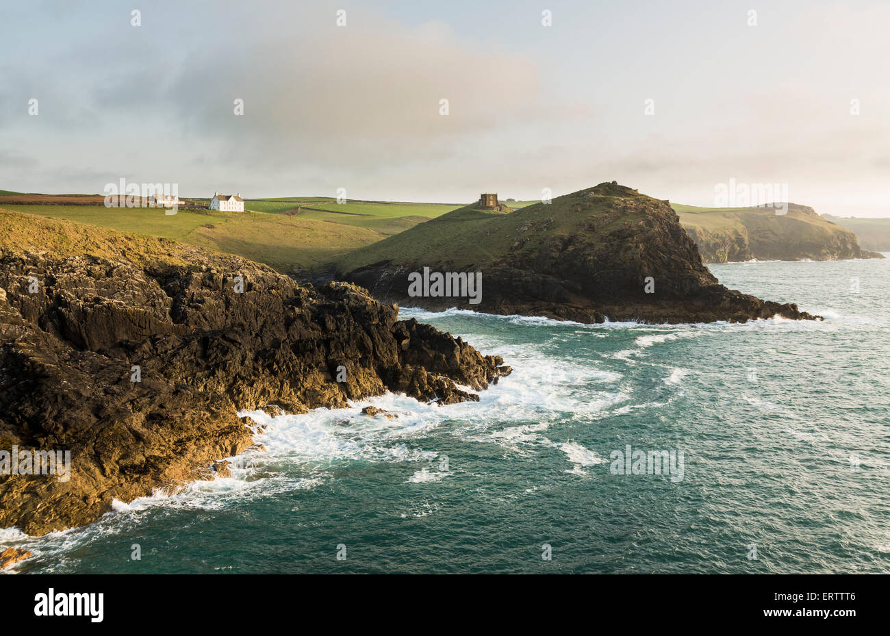 Doyden Castle on the cliffs at Port Quin near Port Issac, Atlantic coast, North Cornwall, UK in the late afternoon - Stock Image