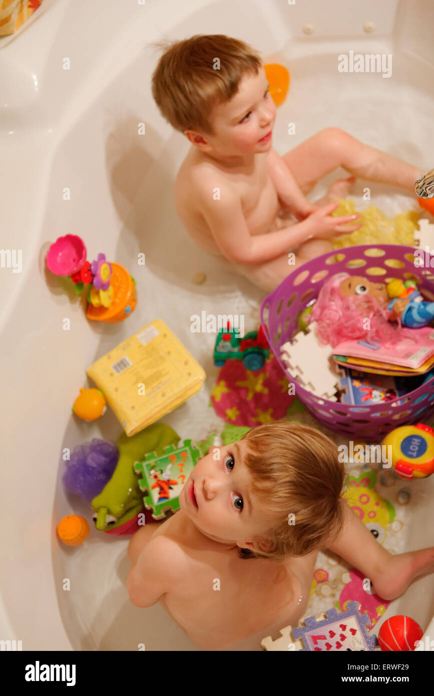 Two year olds in the bath - Stock Image