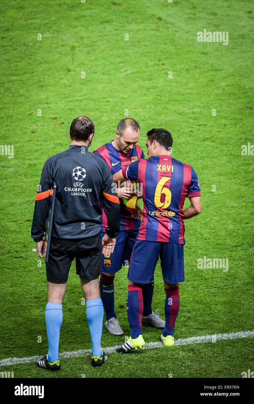 Xavi And Iniesta High Resolution Stock Photography And Images Alamy